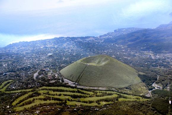 伊豆を一望!国指定天然記念物「大室山」の山頂からの景色は格別