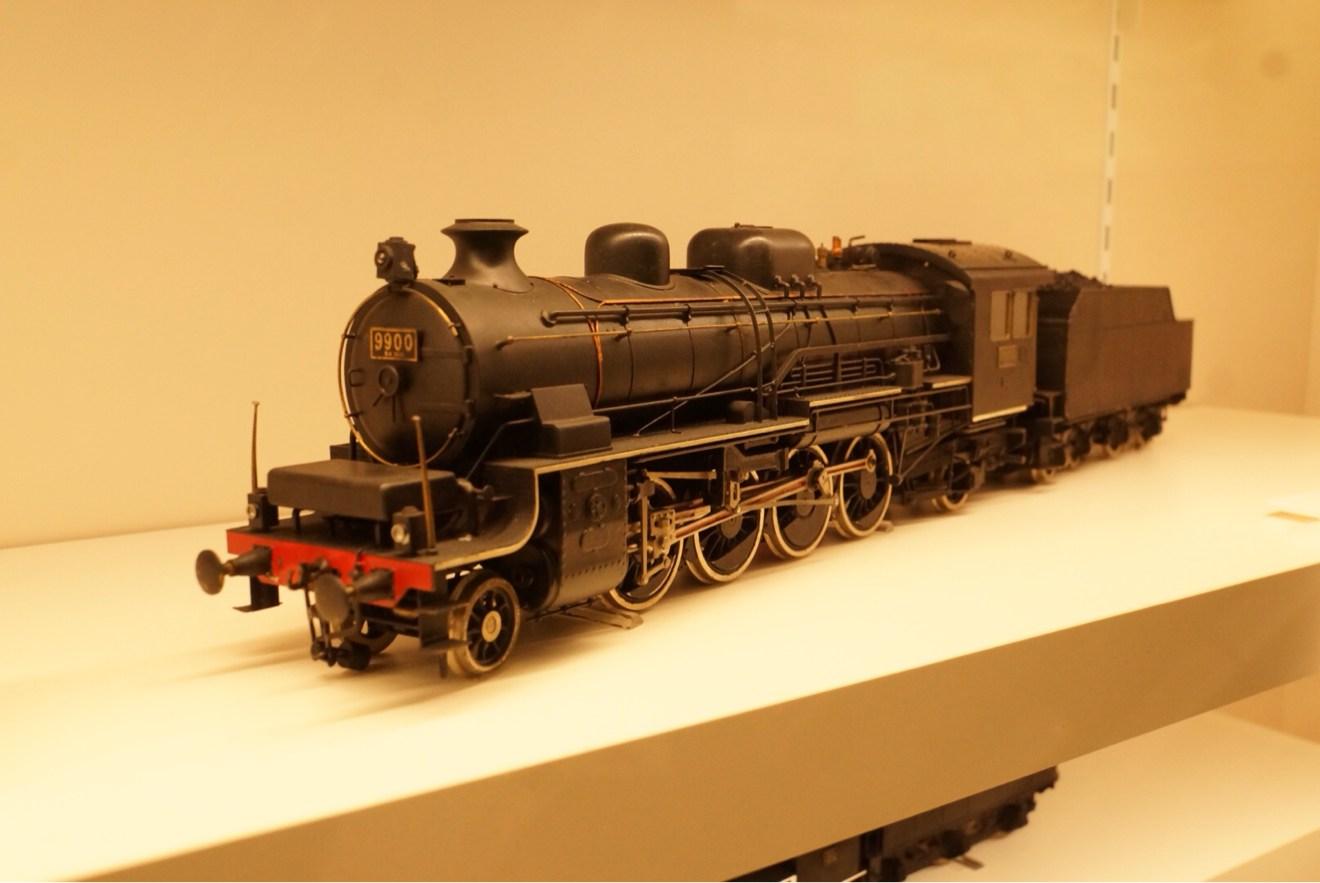 ズームで撮れた綺麗めな機関車