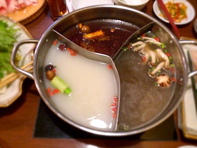 [Å] 川崎ルフロン「小尾羊」の蒙古薬膳火鍋食べ放題!3種のダシを堪能できてオススメ!