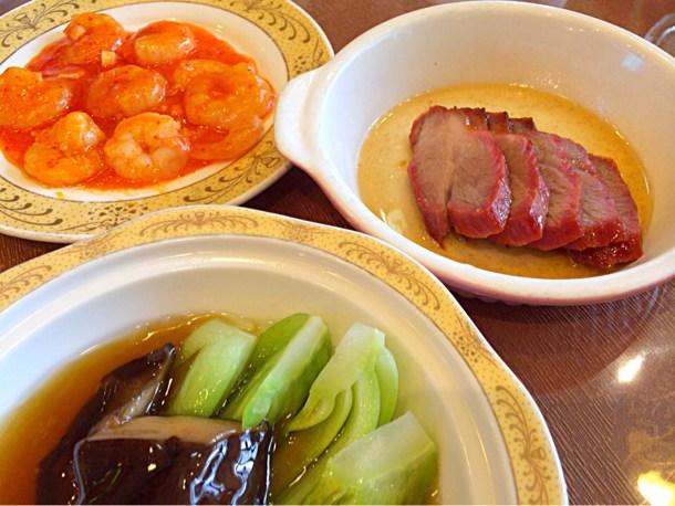 エビチリ・炭焼きチャーシュー・シイタケと青梗菜の醤油炒め