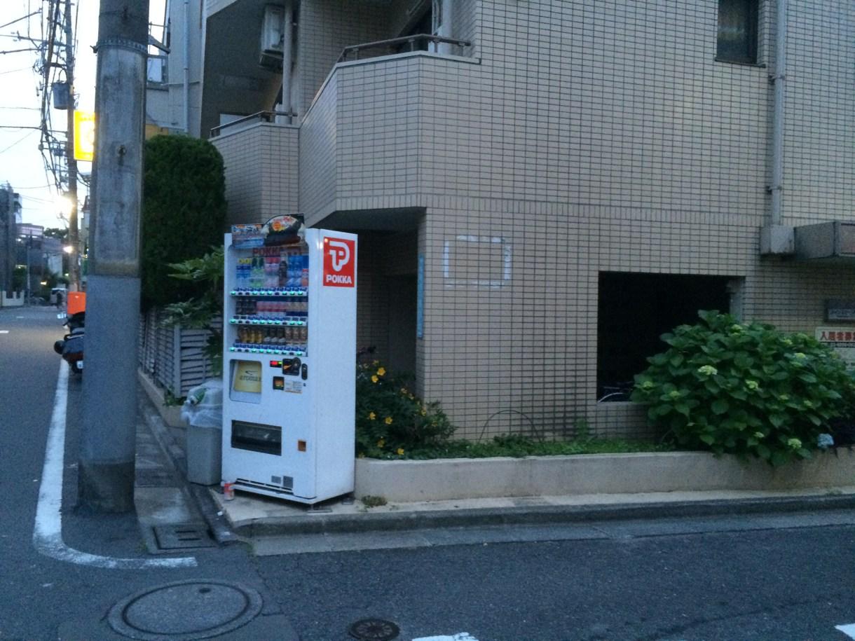 POKKAの自販機を右折