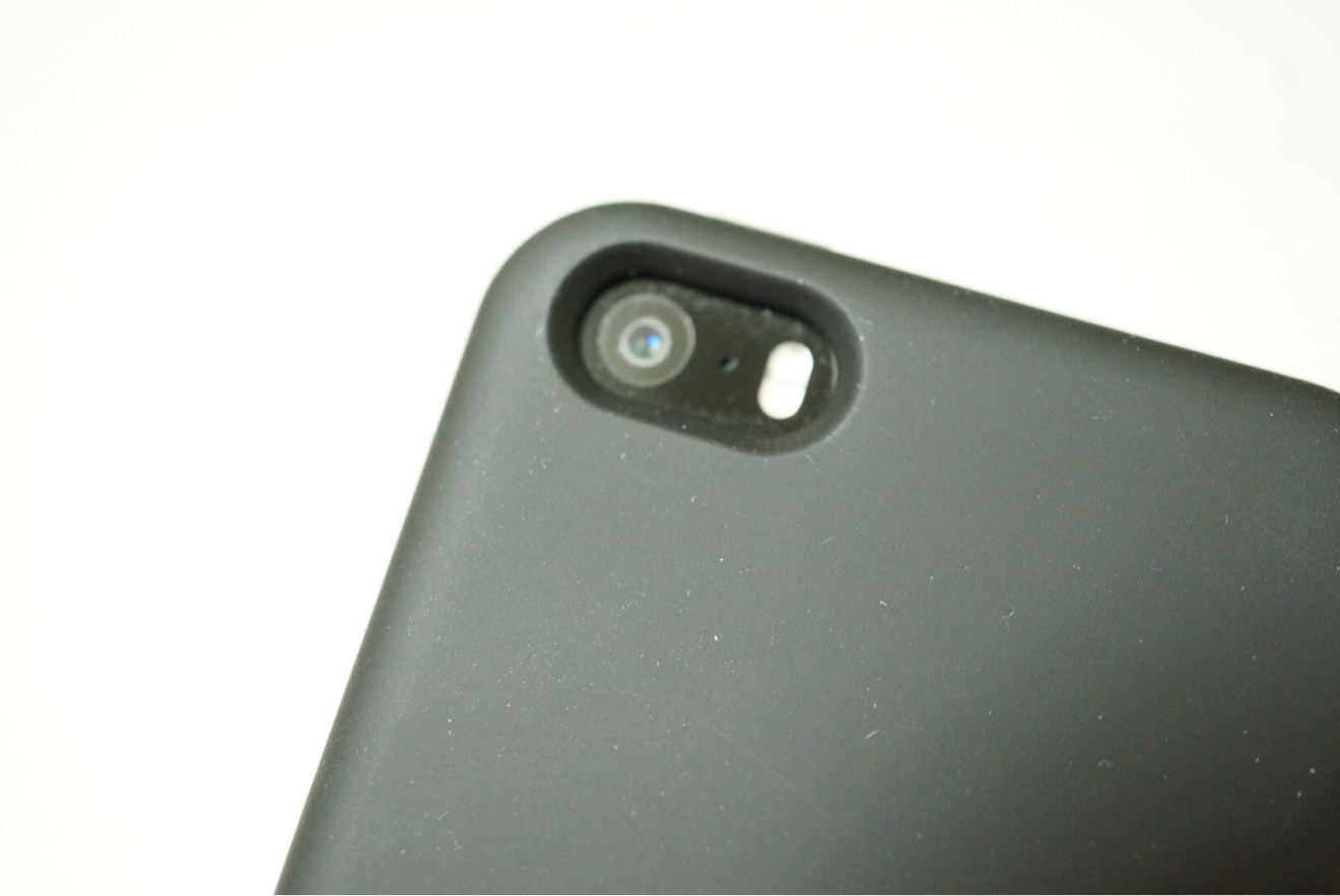 カメラ部分も無駄のないジャストサイズに加工されてます!