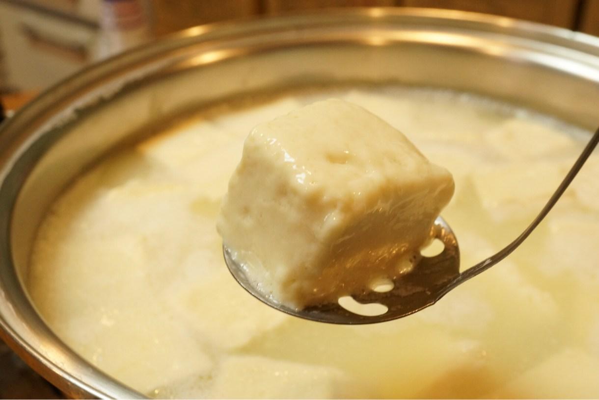 表面とろとろの温泉湯豆腐