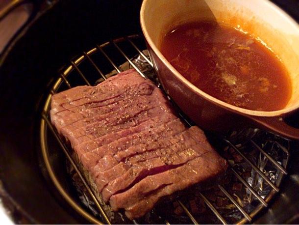 ダッチオーブンで作る黒毛和牛もも肉の瞬間燻製 1,296円
