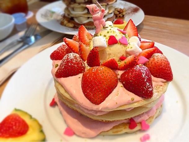 いちごとミルクパンケーキ 2,200円(日本限定)