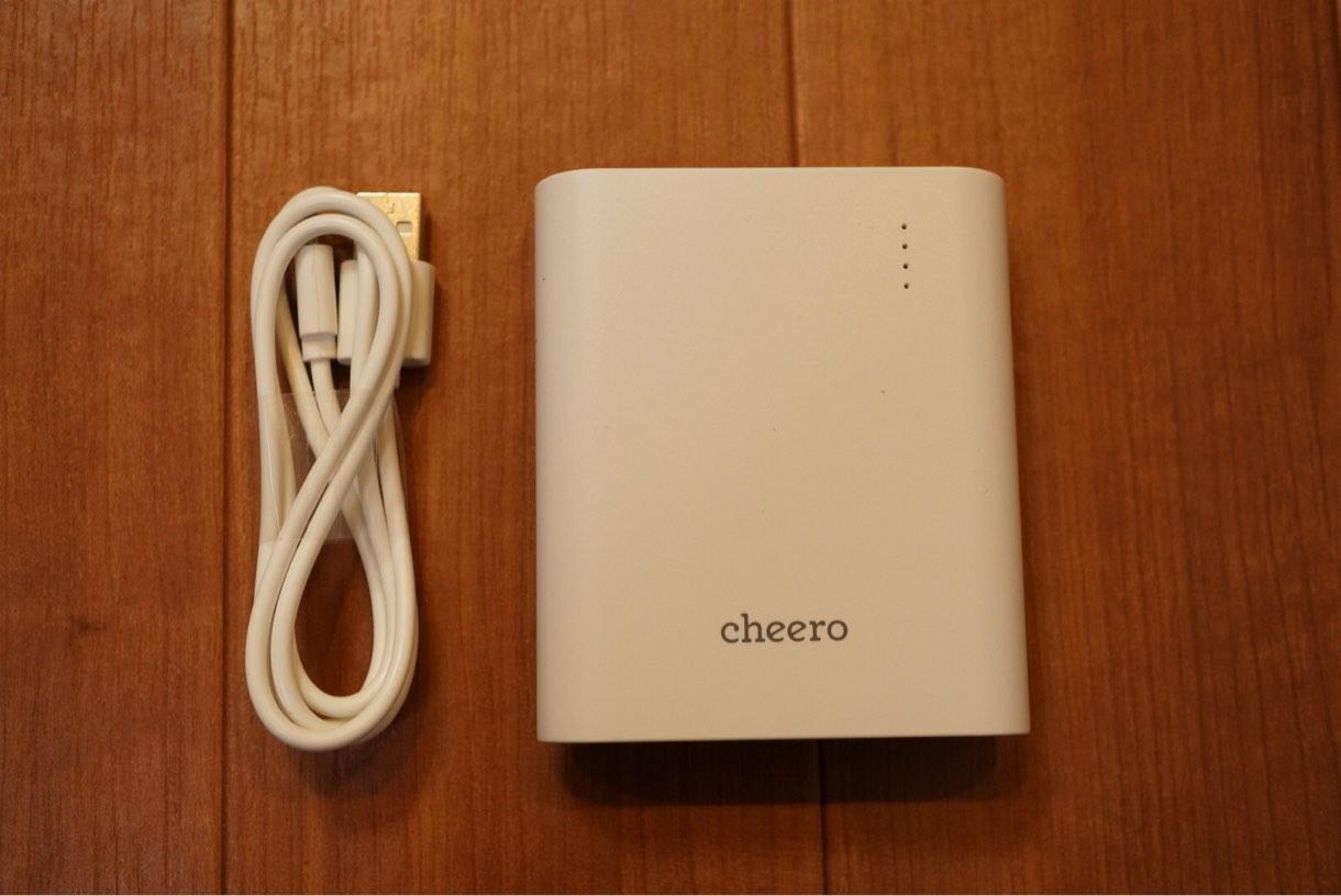 バッテリーとmicro USBケーブル