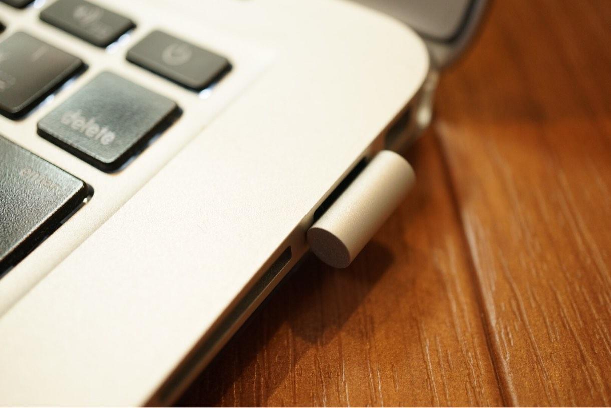[Å] USBなのに小型でお洒落!「ELECOM 超小型USBメモリ」がMacの容量を簡単に拡張できて便利