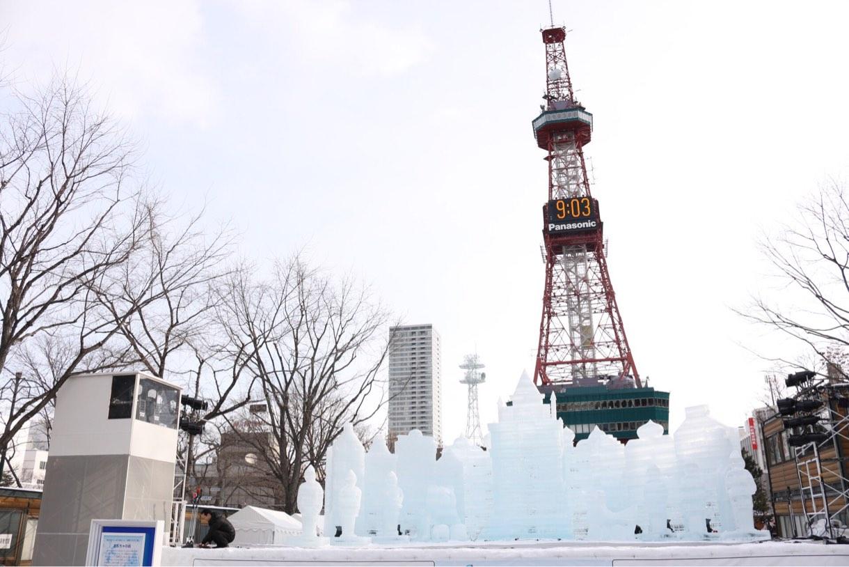 朝9時のテレビ塔と雪まつり