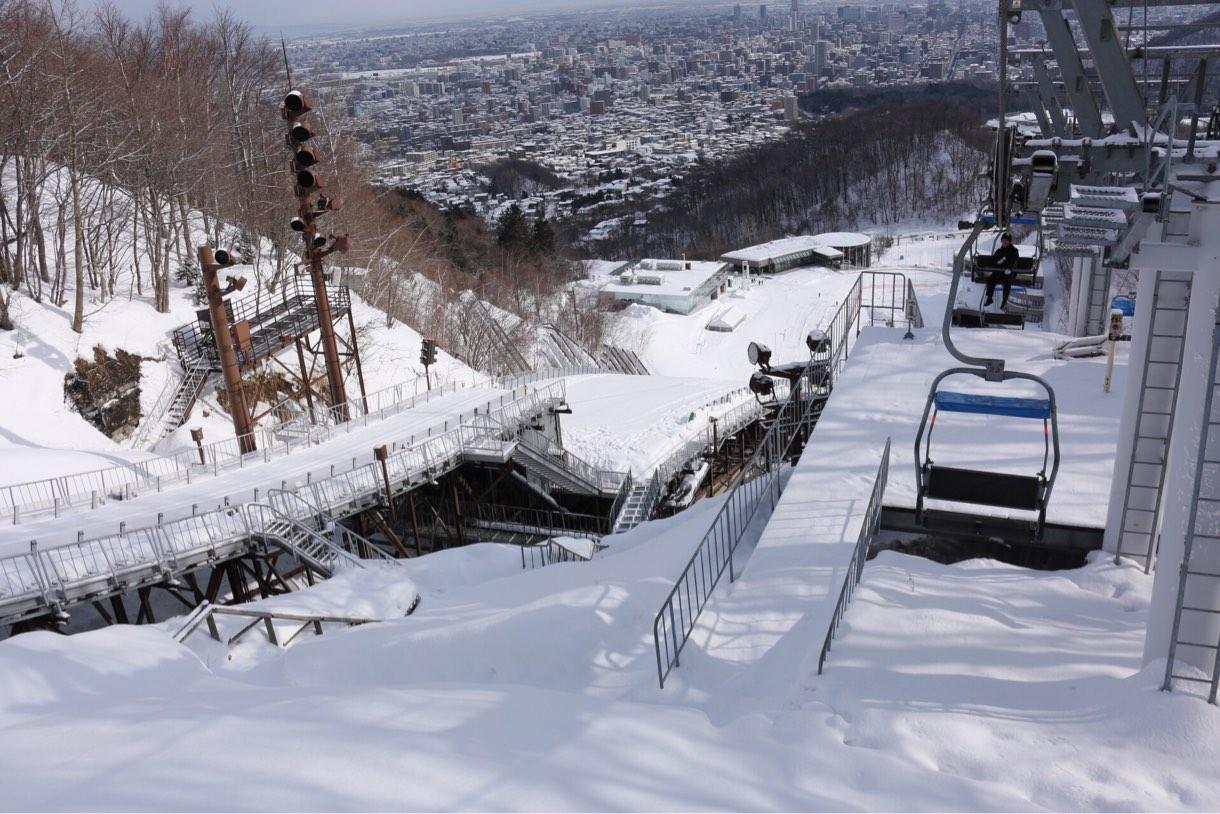 雪化粧された北海道の町並み