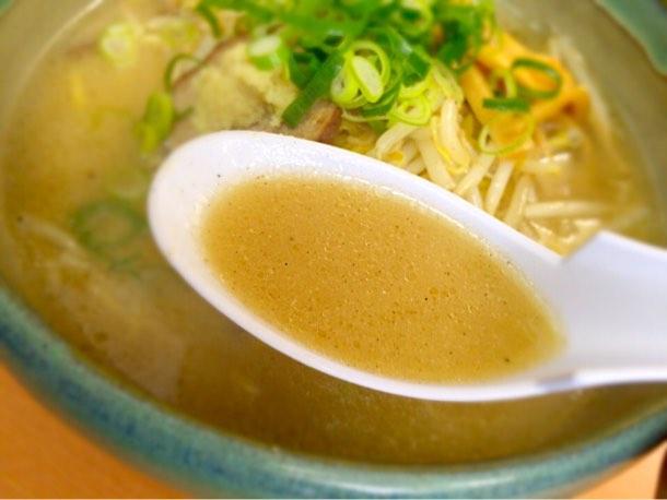 すみれ系の味噌より少しあっさりとした味噌スープ