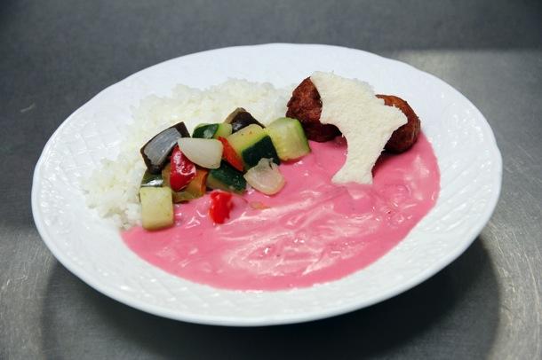 ピンクの野菜カレー