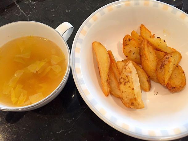 本日のスープとフライドポテト