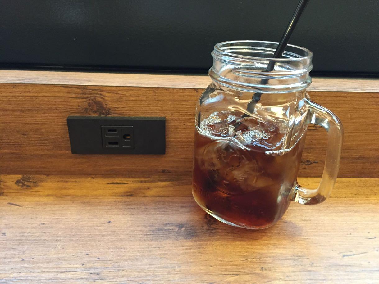 横浜駅電源カフェ「drop coffee」