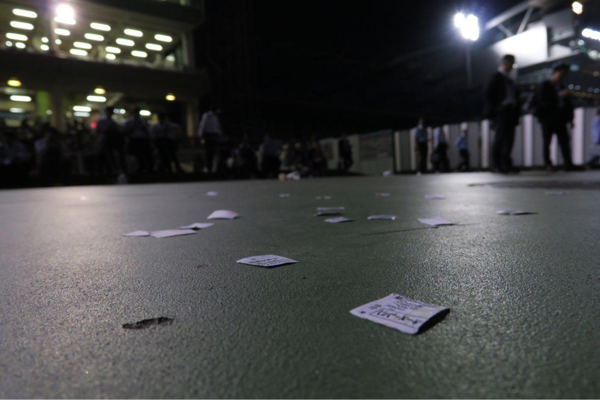 バリアングルを利用した競馬場の床