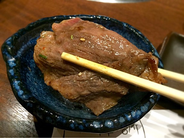 手まり焼きしゃぶサーロイン ライスをお肉で包む