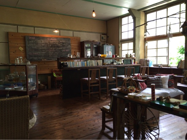 廃校カフェ「PHYTONCIDE(フォトンチッド)」