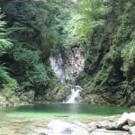 [Å] 山梨観光「尾白川渓谷(千鳥ヶ淵)」大自然に囲まれたエメラルドの水が美しい渓谷