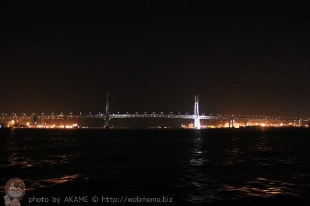 海から見るベイブリッジ