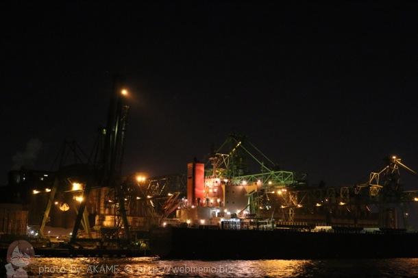 工場夜景 船
