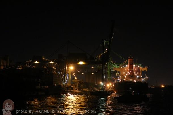 工場夜景 船の後ろ