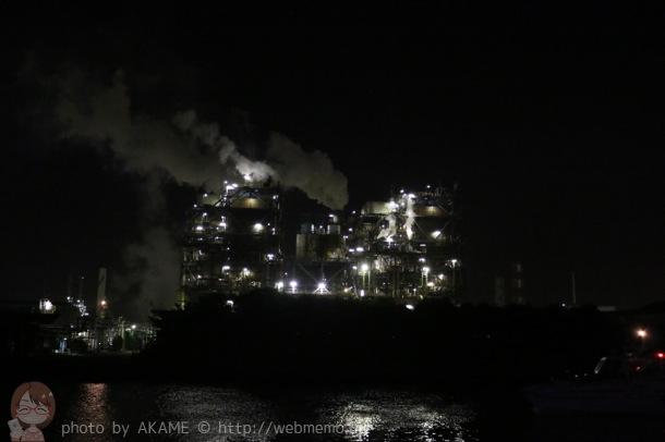昭和電工(扇町)のライトアップと輝く水面