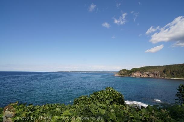 透き通る海と青空