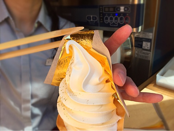 金箔1枚を贅沢に使用した金箔ソフトクリーム