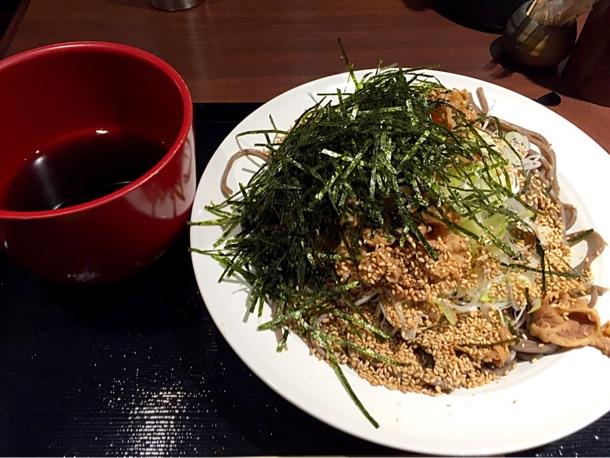 赤坂「俺のだし」人気No.1メニュー 肉そば