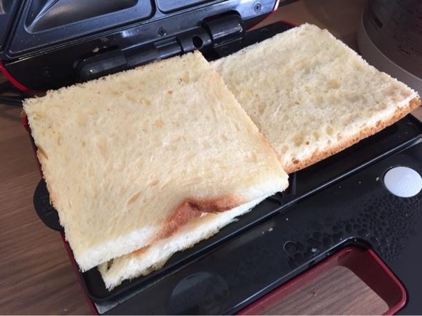 ホットサンドになる前の食パン