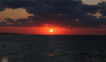 宮古島「西平安名岬」水平線に沈む絶景夕日スポット