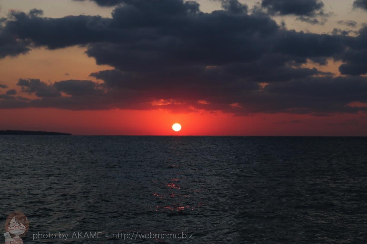 海まで残りわずかになった夕日