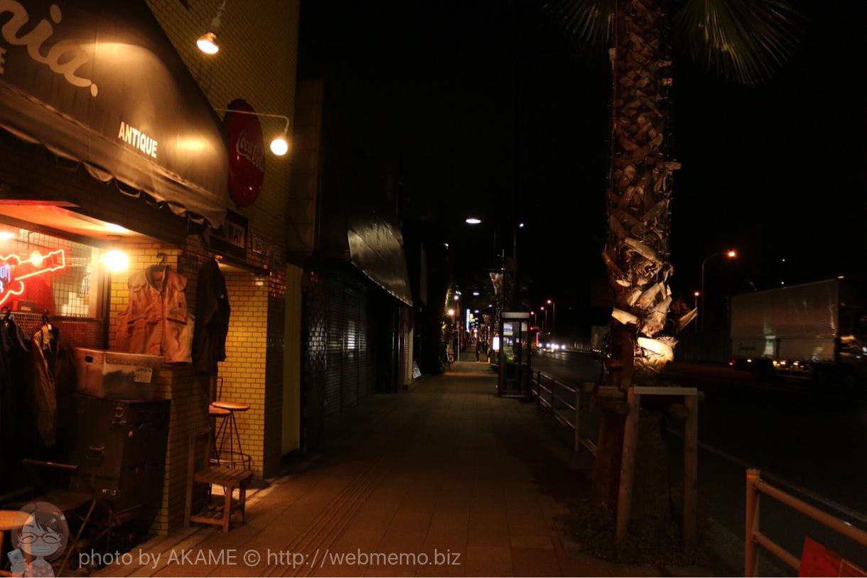 福生 異国情緒あふれる商店街 夜の様子