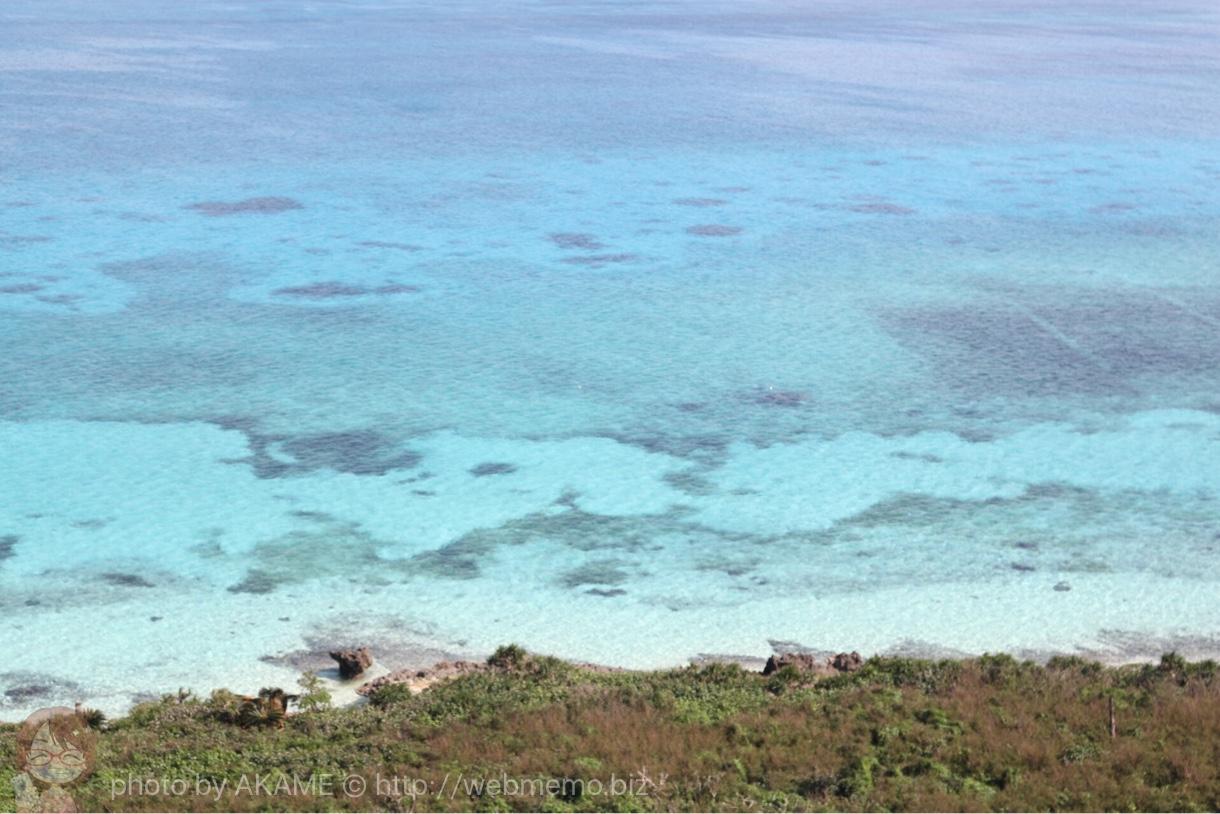 透明度の高いエメラルドグリーンの海
