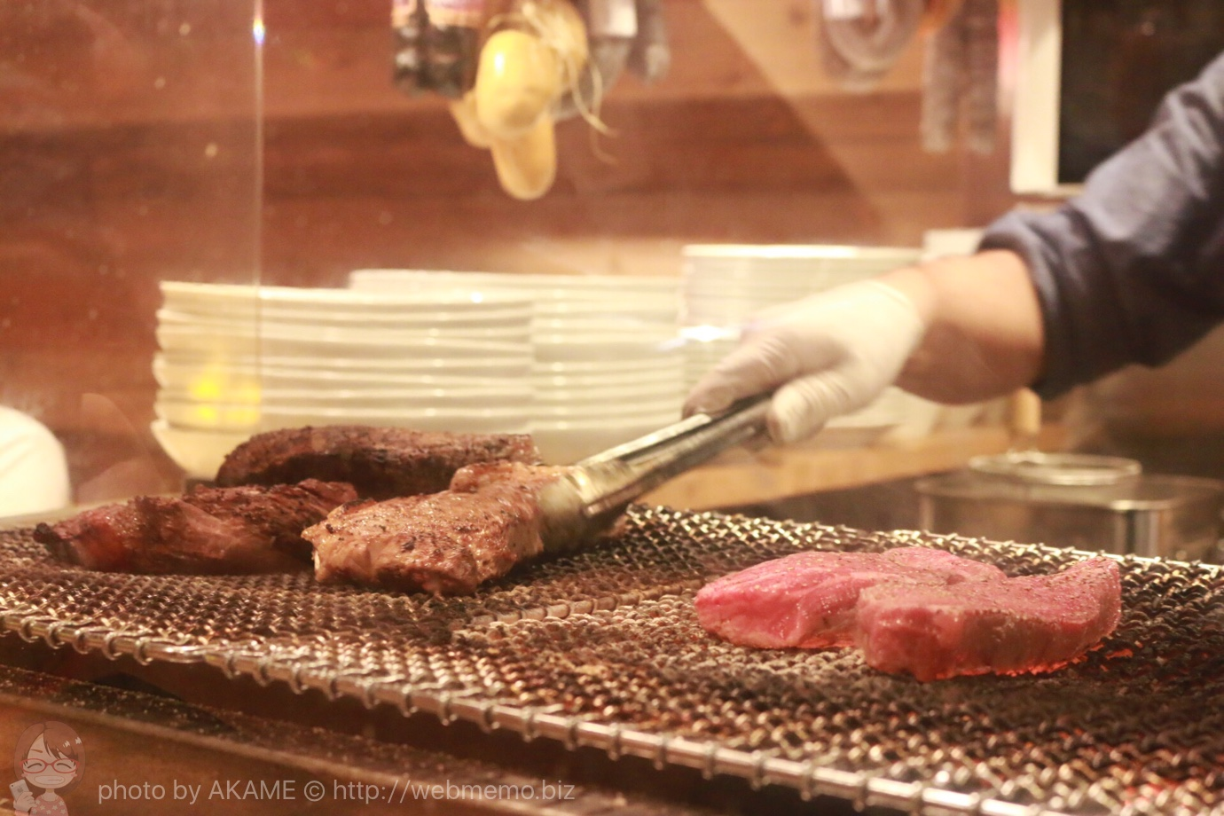 神田の肉バル「RUMP CAP」 カウンター席から見えるお肉