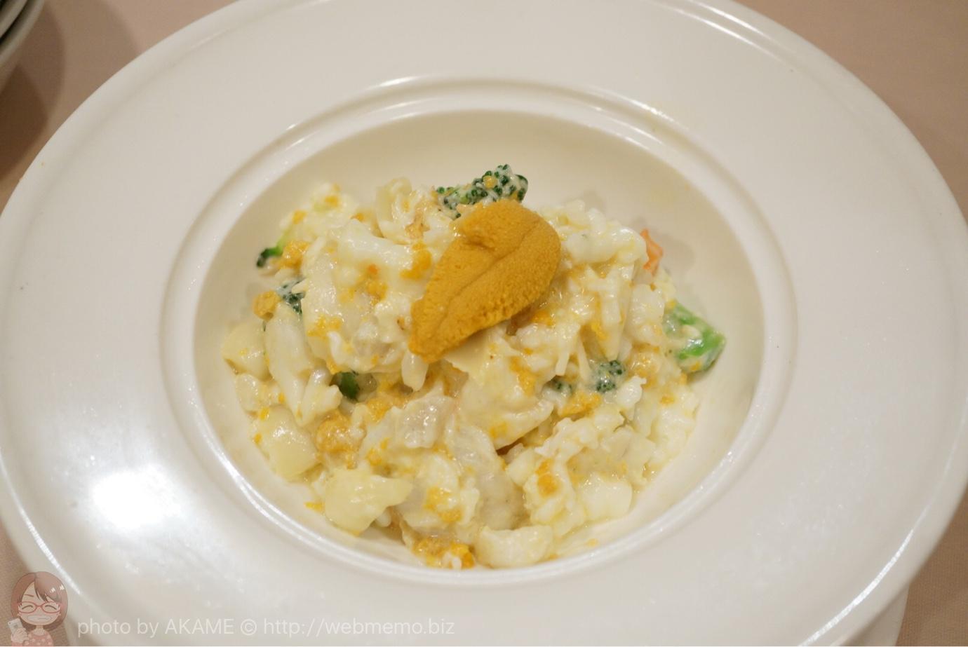 国産生ウニと鮮魚とタラバ蟹と百合根の卵白炒め