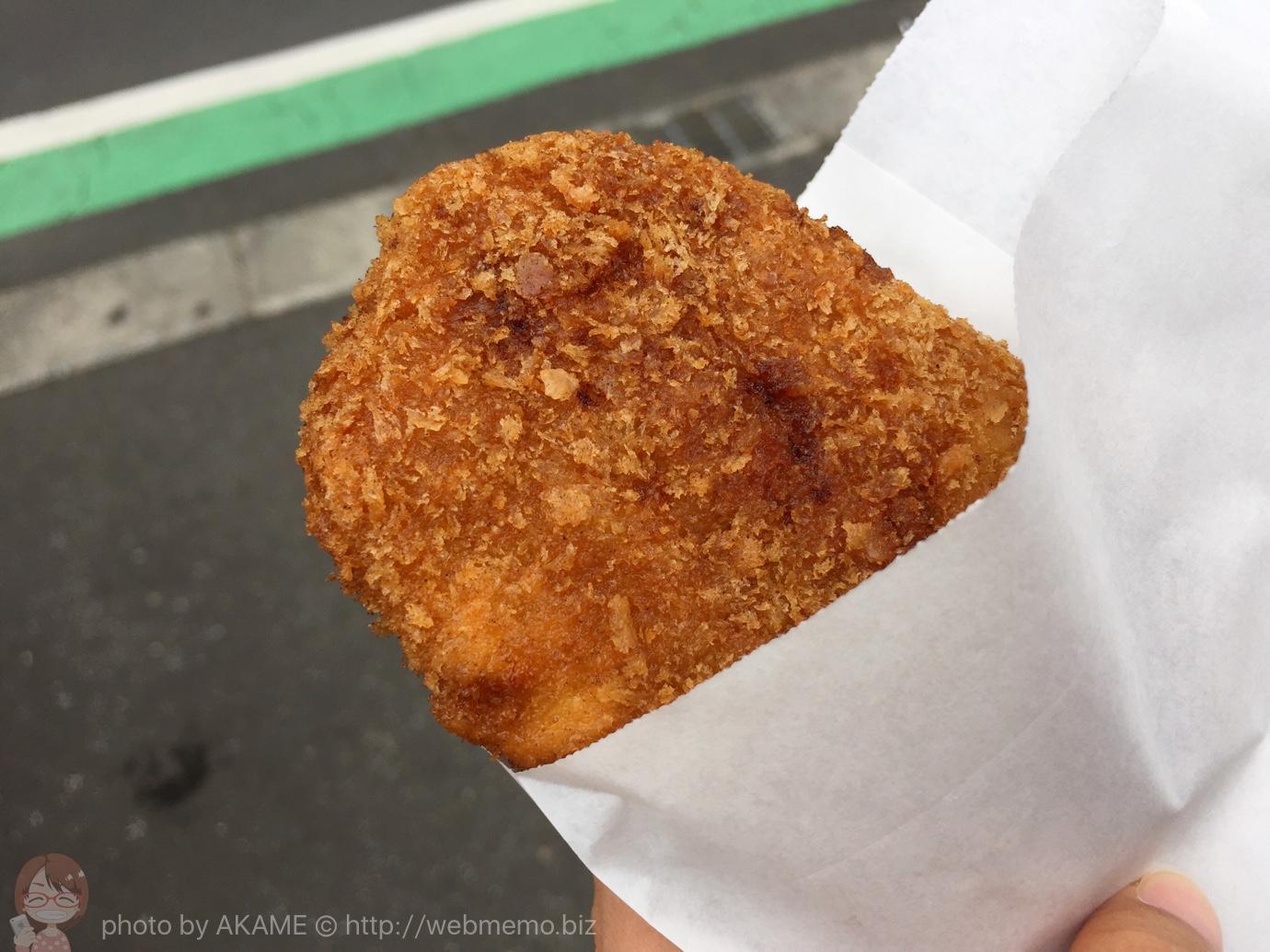 谷中銀座で食べ歩き!肉のすずきと肉のサトーのメンチカツ食べ比べが楽しい