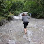 [Å] 知床ウトロ観光 温泉でできた「カムイワッカ湯の滝」を素足で登った!超楽しいけど規制に注意