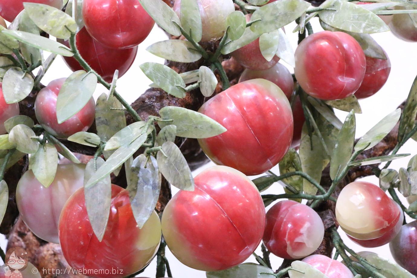 石の彫刻 桃の木