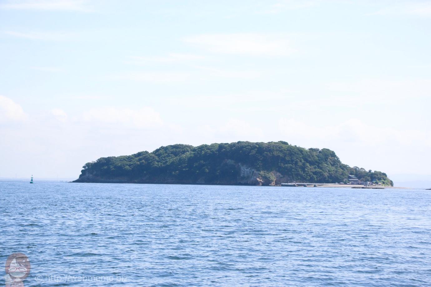 船から見た猿島