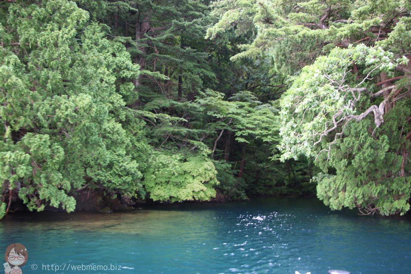 十和田湖 エメラルドグリーンの湖