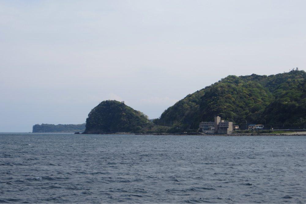 クジラの形をした島