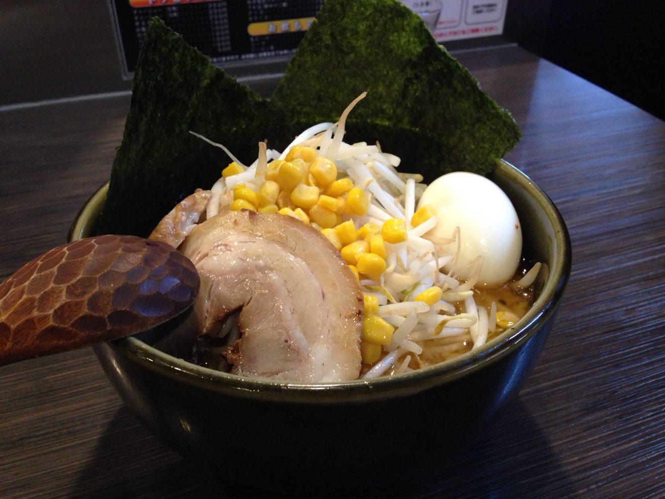 [Å] ど・みそ 町田店の味噌ラーメン モチっと麺が印象的!今までに無いスープにハマった!