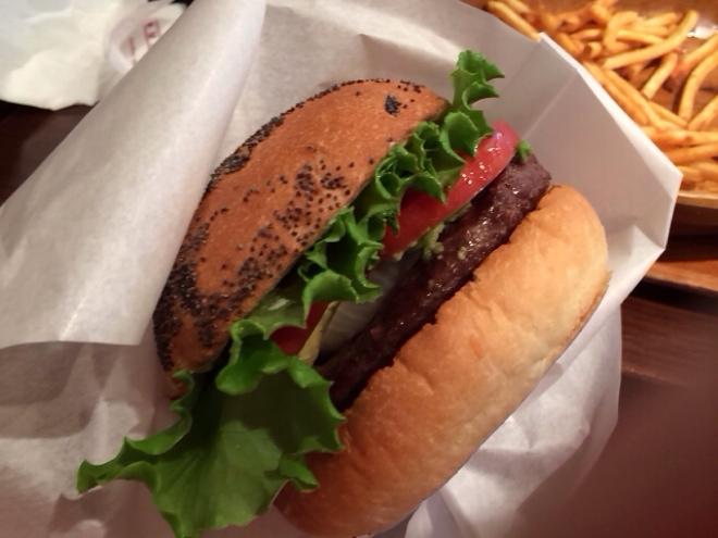 [Å] クアアイナ・渋谷でアボカドバーガー食べてきた!!ランチに起きた肉の塊との壮絶な闘い!