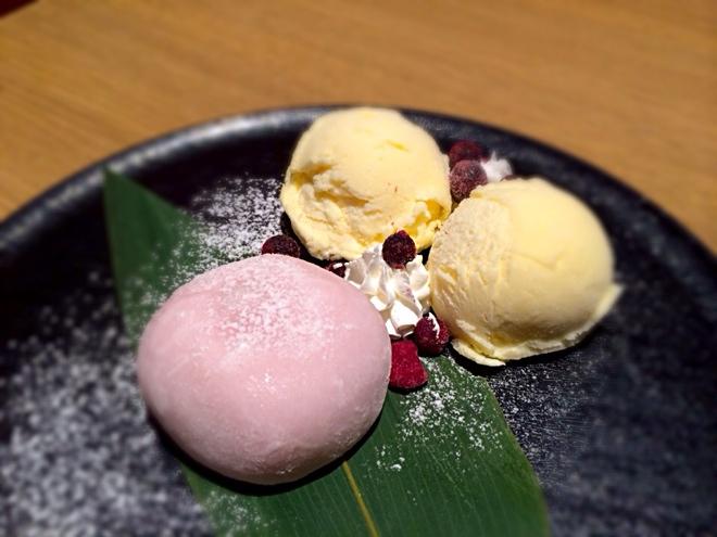 いちごクリーム大福とバニラアイス