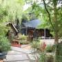 [Å] 鎌倉の隠れカフェ「ガーデンハウス」のお洒落さに感動!木々に囲まれた雰囲気も素敵